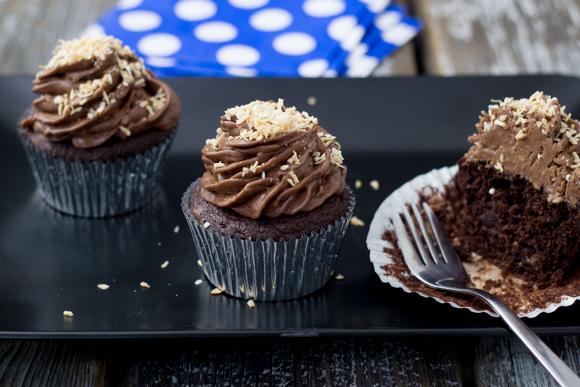 cupcakes on platter