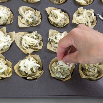 Spinach Artichoke Wonton Cups - how to (10 of 10)